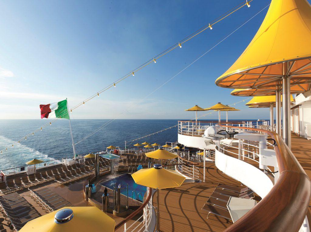 het dek aan boord van Costa favolosa