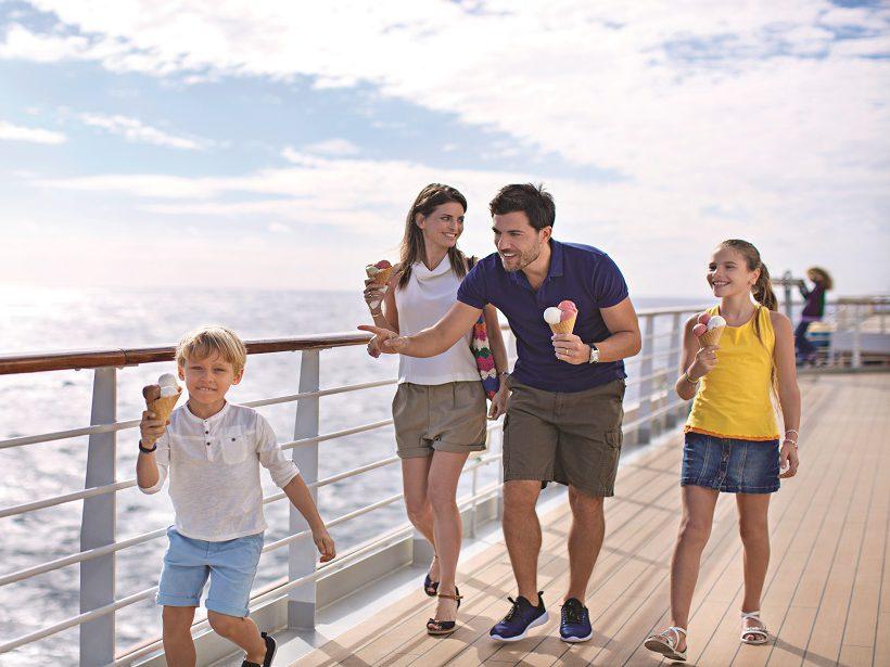 Costa Cruises kinderen op dek aan het wandelen
