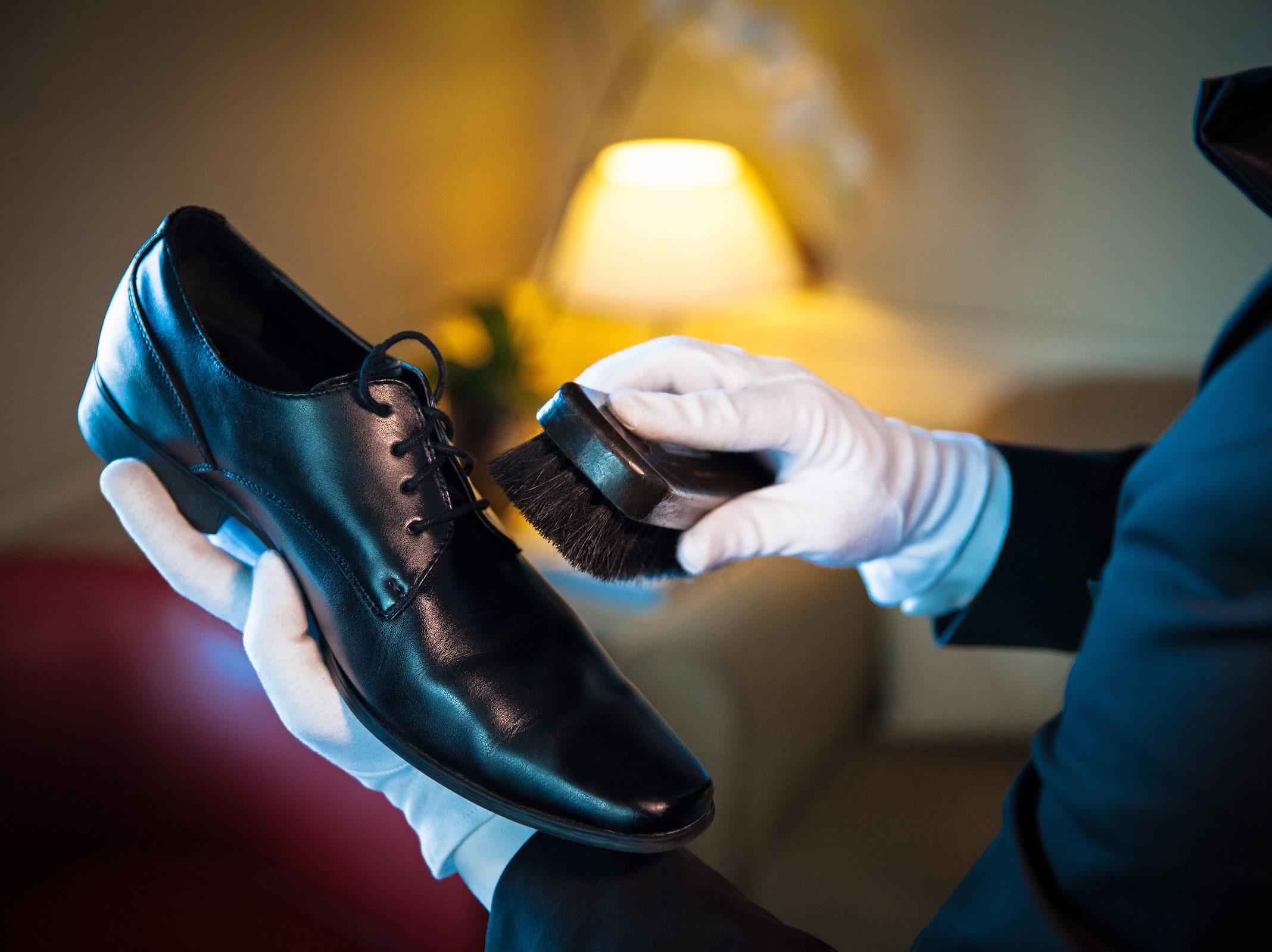 Silversea Cruises - Butler poets schoenen in suite.