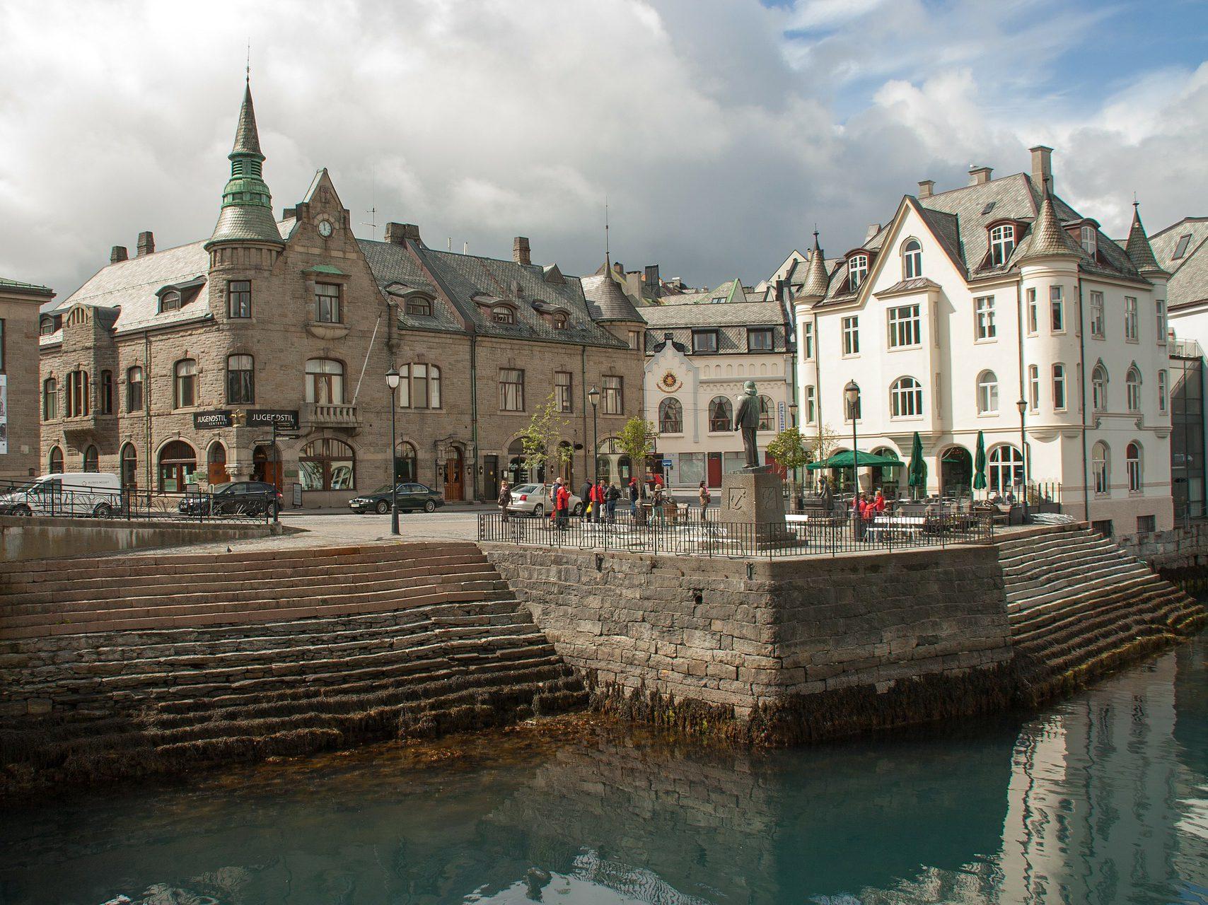 een stad aan de haven in noord europa