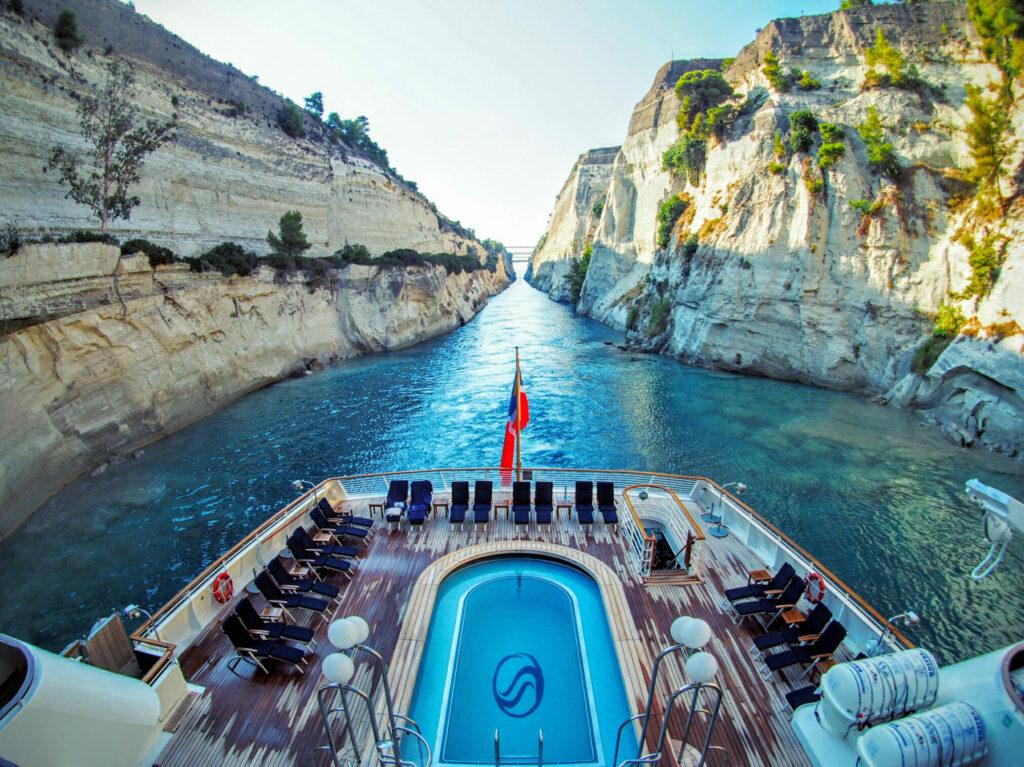 Seadream in het Kanaal van Korinthe