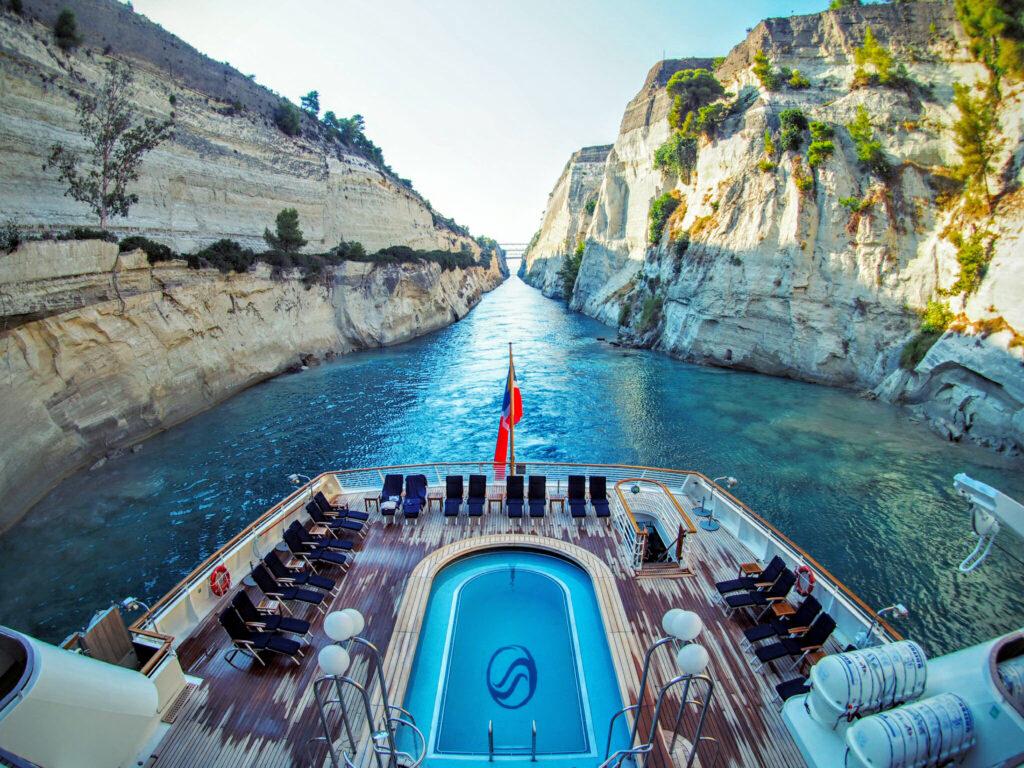 Seadream in het Korinth Kanaal